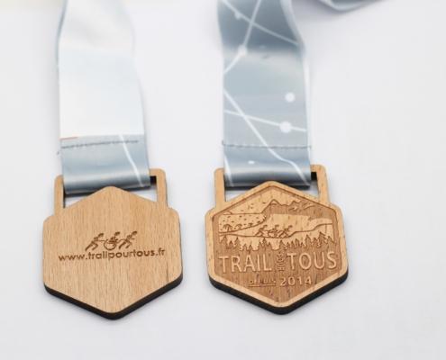 médailles en bois personnalisables