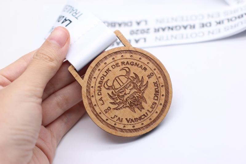 médaille en bois personnalisée